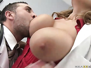 White guy fucks a black tranny rough