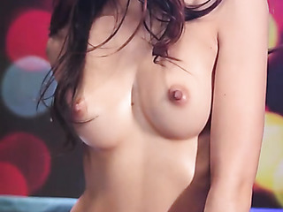 brown eyed brunette with