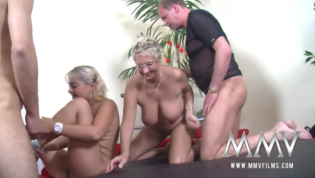 Blonde swinger mature geil