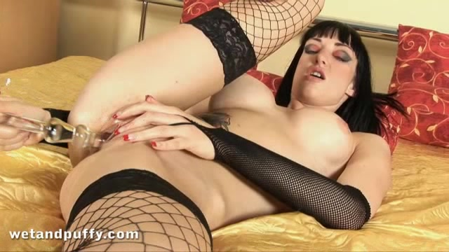 Exotic Slut With Black Hair And Red Heels Pumps Her Clit