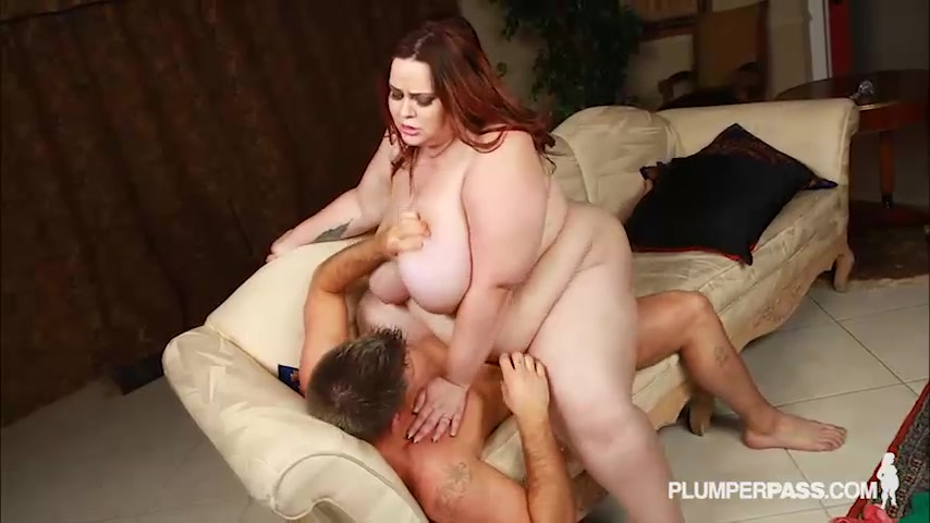 After Her Date, Plump Babe Has Her Wet Pussy Stuffed.