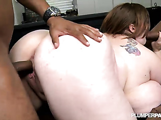 thick babe enjoys handling