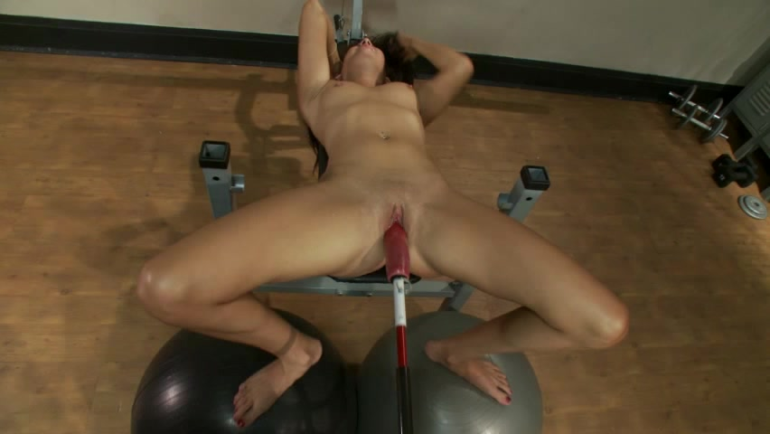 Lavish Brunette With Pretty Tits Does Some Pleasurable Things To Her Pussy With Fun Machine Sex Toy