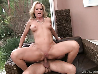 blonde with shaved pussy