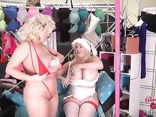 x-mas time lesbian scene