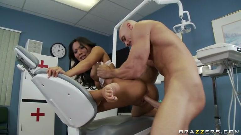 Asa Akira Dentist