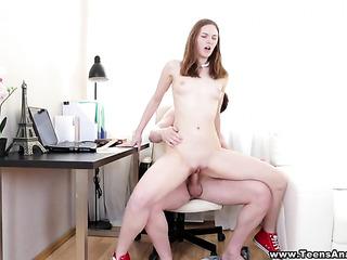 pale tone legs peak