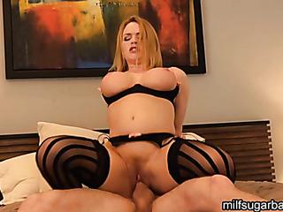 curvy blonde babe cums