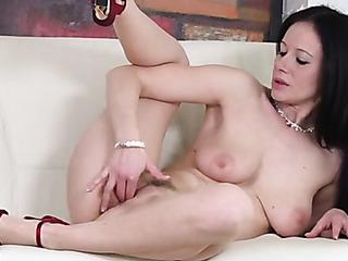 lady red brings favorite