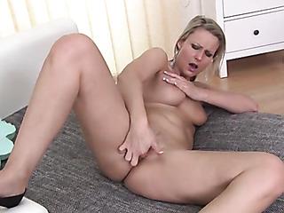 naughty chick cums hard