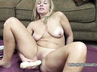 stunning blonde milf masturbating