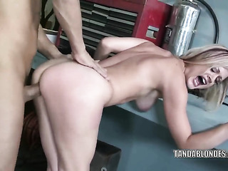 meaty blonde bimbo gets