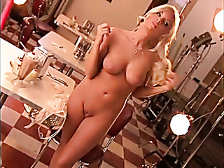 stunning curvy chick steamy