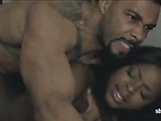 black couple enjoys kissing