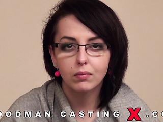 sexual amateur brunette glasses