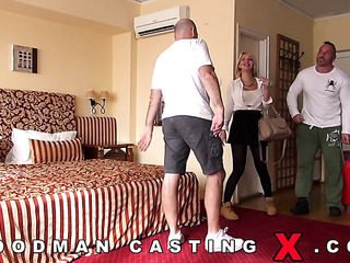 spanish amateur hotel threesome