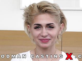 beautiful skinny blonde amateur