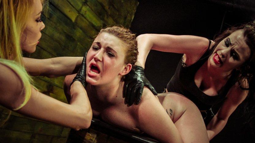 ERNA: Crazy pussy tat vid
