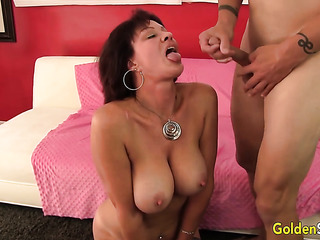 model mature mom big