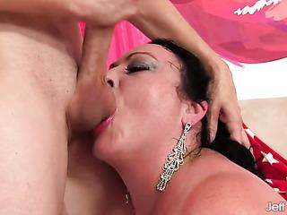 milf bbw reaches orgasm