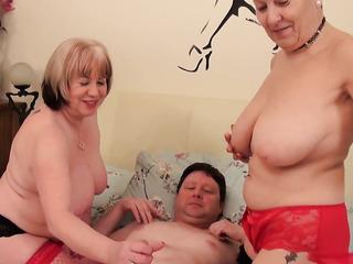 threesome milfs lesbian lingerie