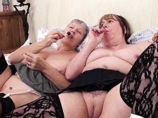 mature lesbian sex club