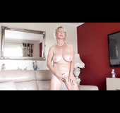 Naked amateur milf