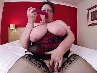 curvy wet pussy fingering