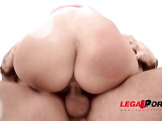 latina with beautiful ass