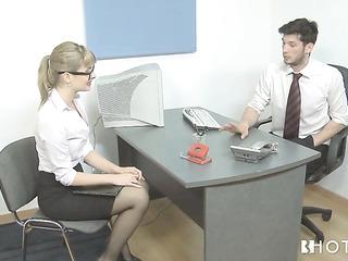 rubias oficina puta wears