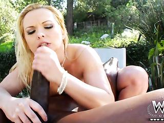 stacked blondie enoying anal