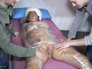 gorgeous broad gets her