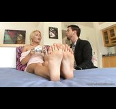 Short haired blonde gets her feet licked and creamed