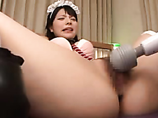 lusty japanese maid sucks