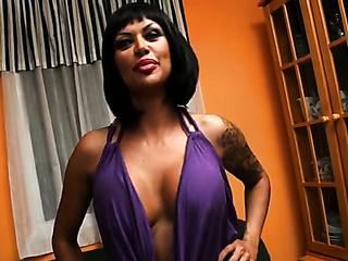 sexy mujer with tatuaje
