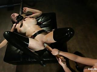 boobilicious ponytailed mistress latex