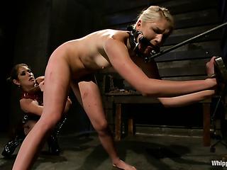 slender blondie ready for