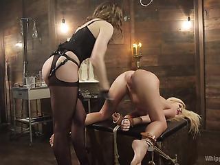 curvy blonde gal gets