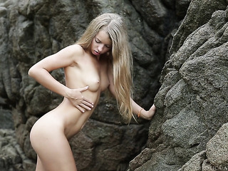 blonde babe goes secluded