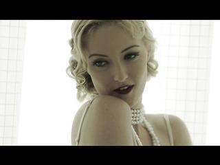 vintage blonde girl dons