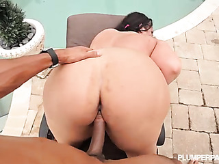 babe with plump ass
