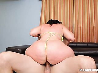 plump babe has her