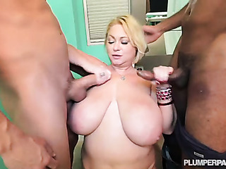 milf gets double teamed