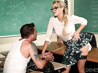 cerebrito rubias profesor seduces