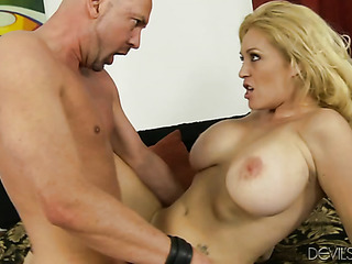 breasty blonde vixen gets